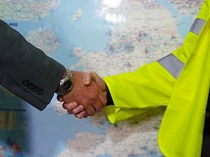 handshake suggesting earned recognition pilot update will reap mutual benefits for operators and DVSA
